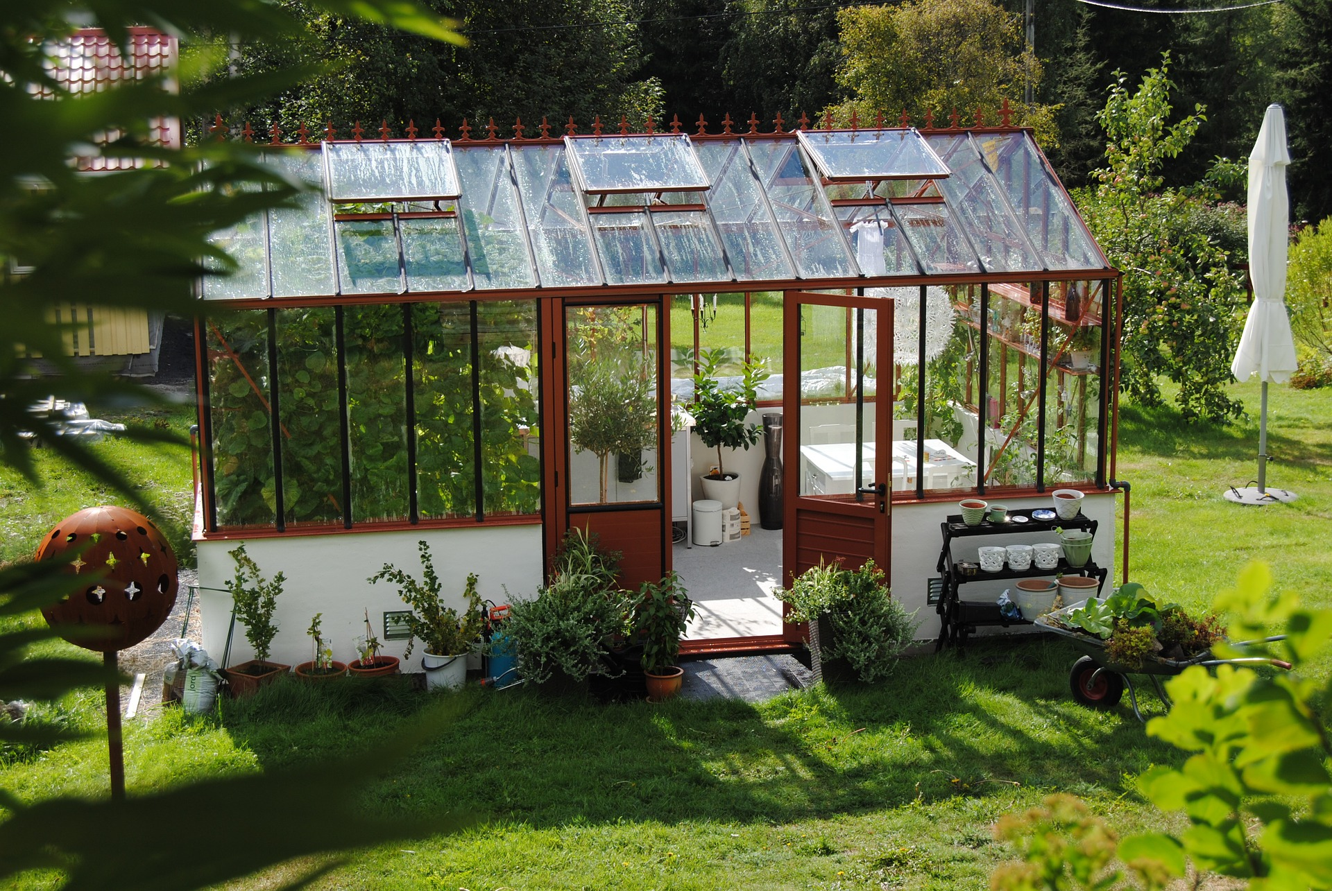 The Differences in Temporary and Permanent Greenhouses ...